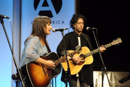 FOTO DE QUIM LLENAS | Día de la Libertad de Prensa 2017 | Broche musical de lujo: el dúo por Violeta Parra de Eva Amaral y Manuel García